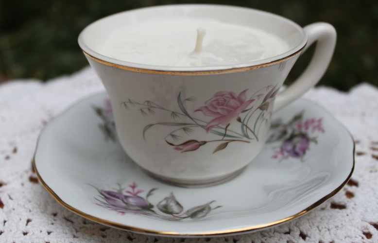 antique-teacup-candles-joy-flora-and-pomona-1